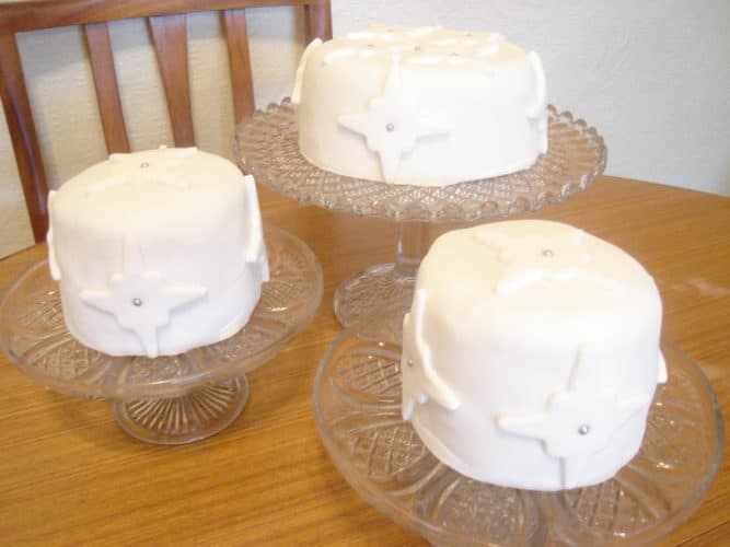 Decorated christmas cakes with white fondant icing